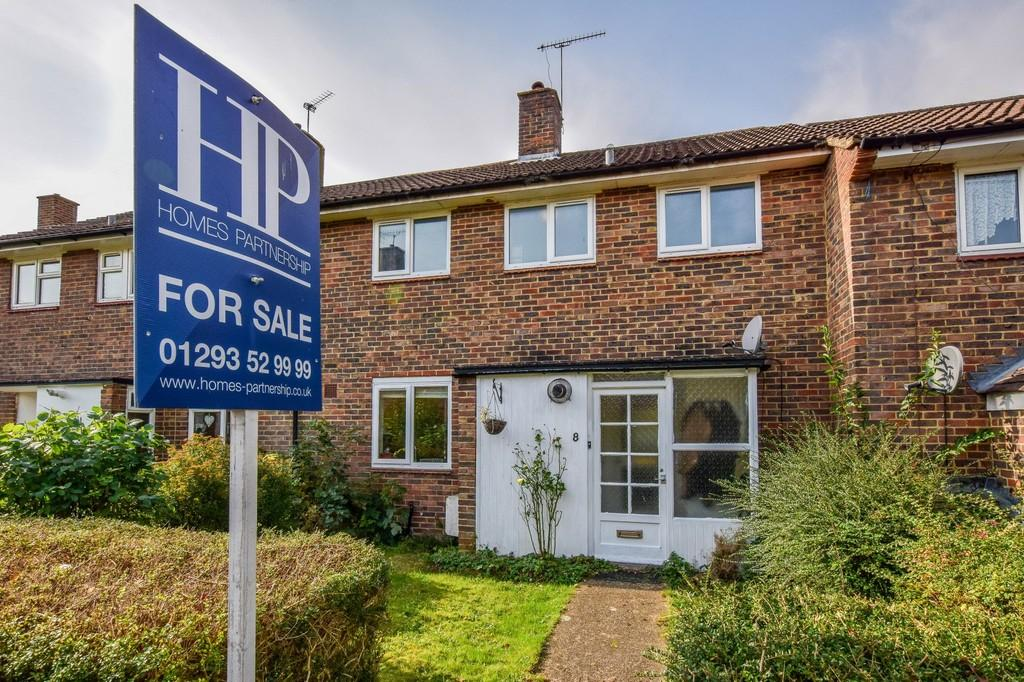 3 Bedrooms Terraced House for sale in Sedgewick Close, Pound Hill
