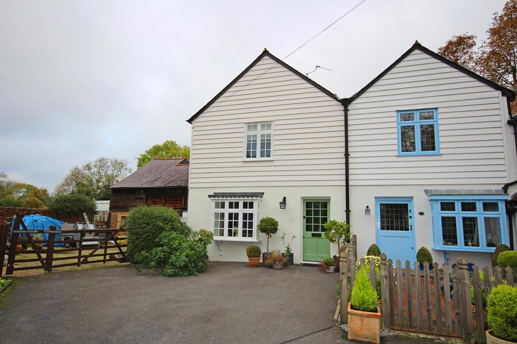 3 Bedrooms Semi Detached House for rent in Banstead