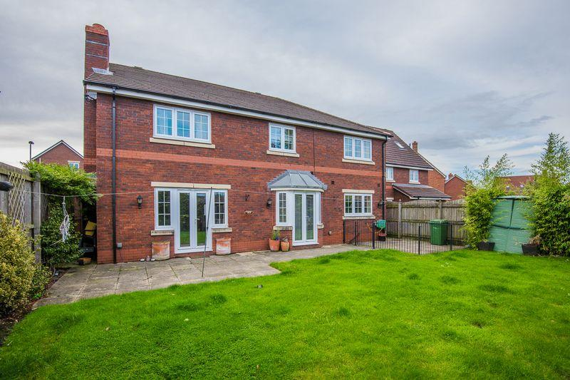 5 Bedrooms Detached House for sale in Savannah Place, Warrington