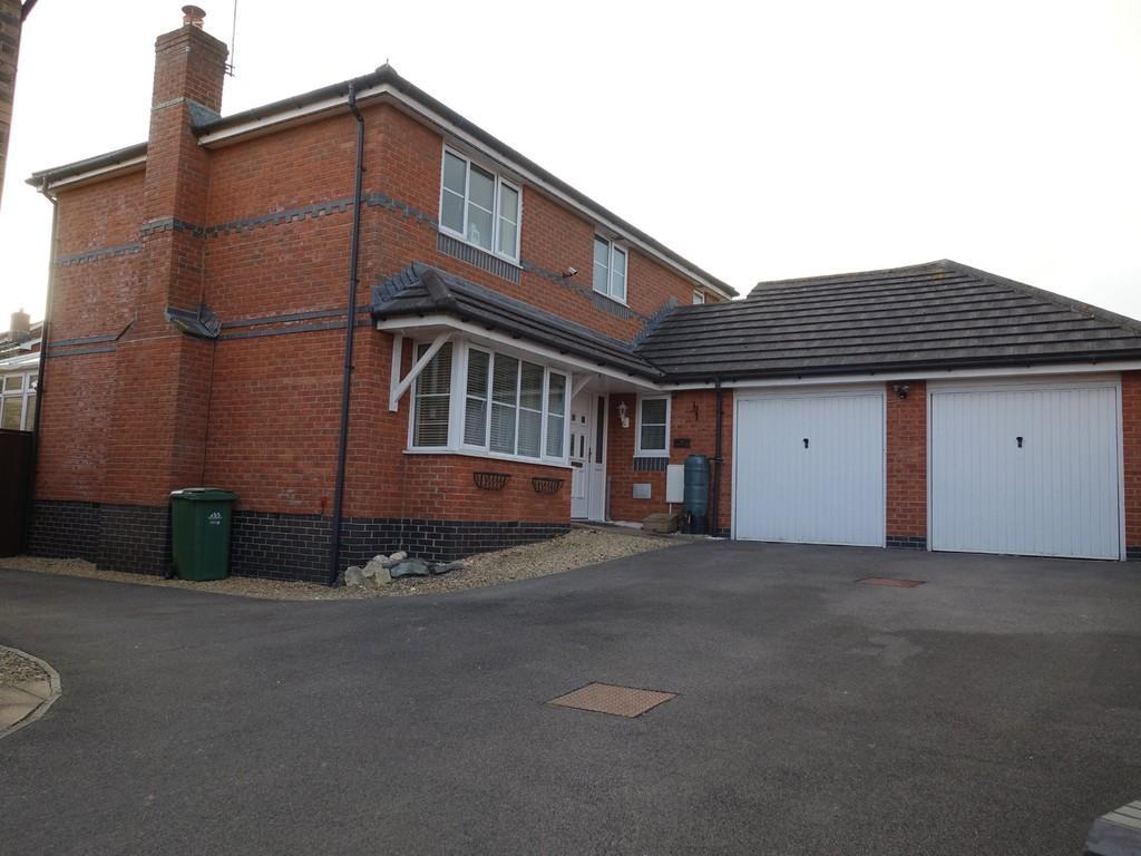 4 Bedrooms Detached House for sale in Trowbridge, Wiltshire