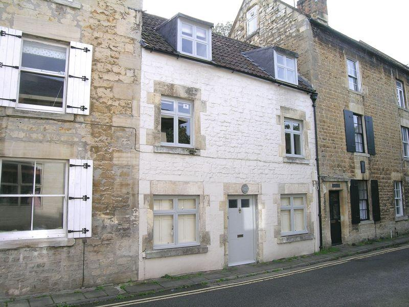 1 Bedroom Cottage House for rent in Bridge Street, Bradford on Avon