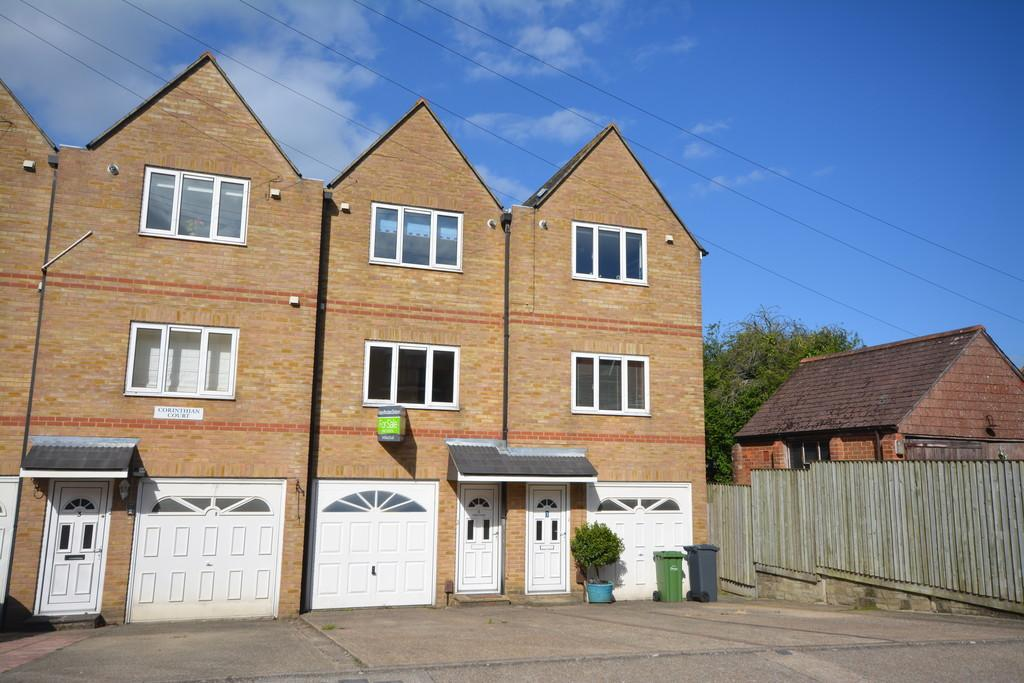 3 Bedrooms Terraced House for rent in Corinthian Court, West Hill Road, Cowes