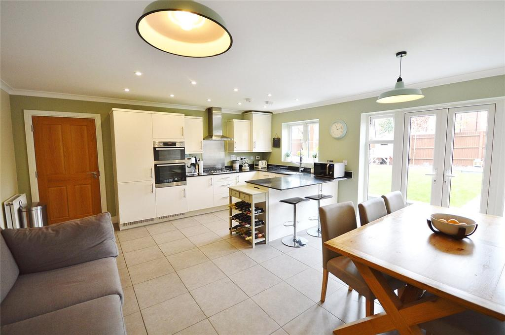 4 Bedrooms Link Detached House for sale in Burbridge Road, Leavesden, Hertfordshire, WD25