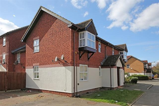 Studio Flat for sale in SILBURY AVENUE, MITCHAM
