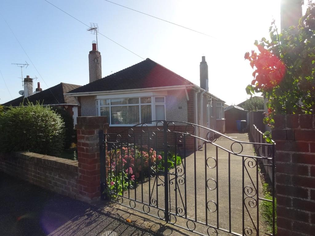 2 Bedrooms Detached Bungalow for sale in Rosedale Gardens, Rhyl