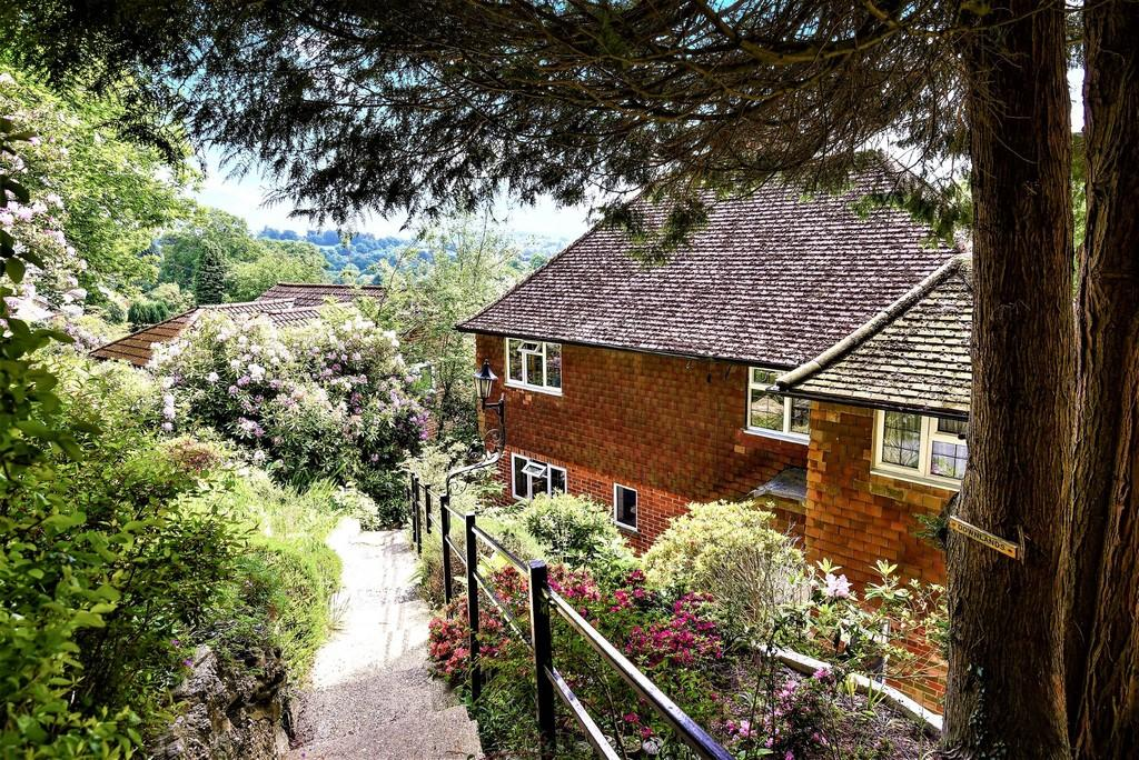 4 Bedrooms Detached House for sale in The Avenue, Haslemere