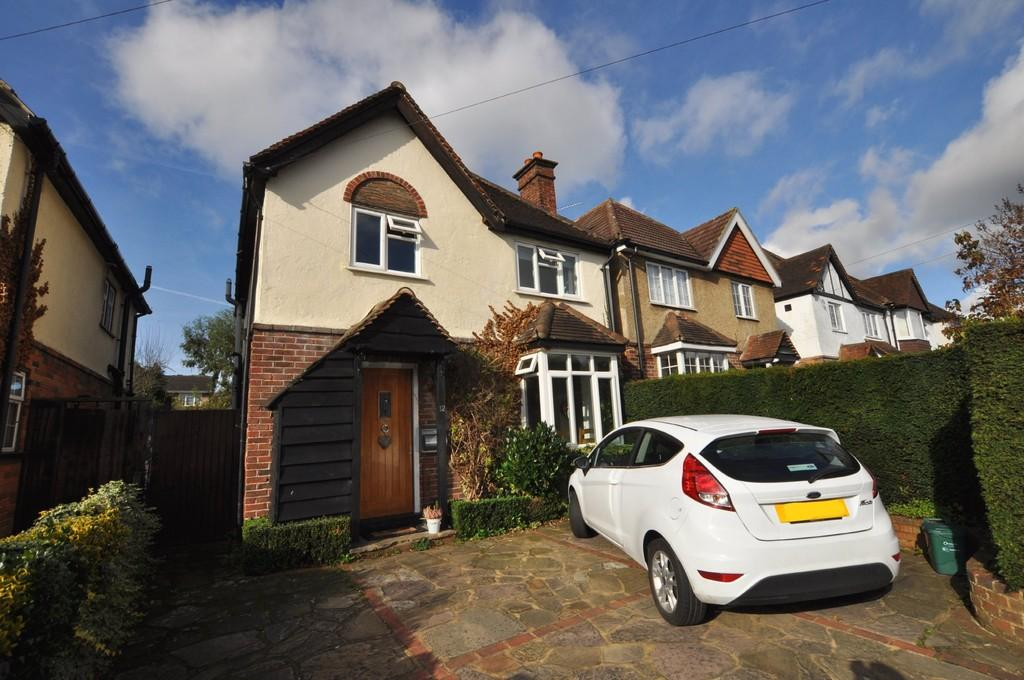3 Bedrooms Detached House for sale in Beckingham Road, Guildford