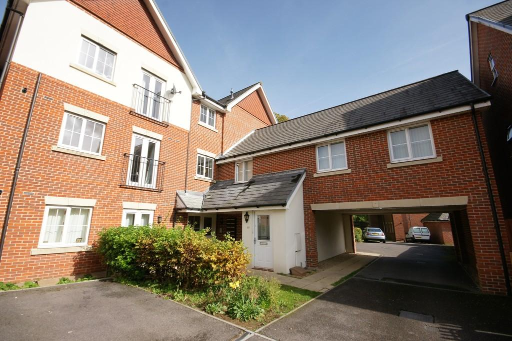 2 Bedrooms Apartment Flat for sale in Royal Drive, BORDON, Hampshire