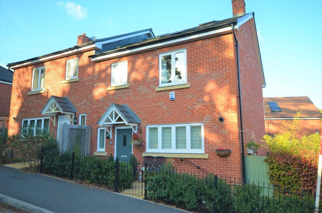4 Bedrooms Semi Detached House for sale in Burnt Hill Road, Farnham