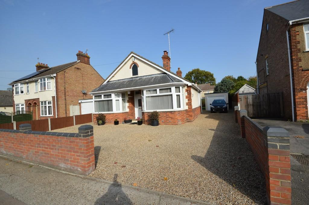 3 Bedrooms Detached Bungalow for sale in Bromley Road, Colchester