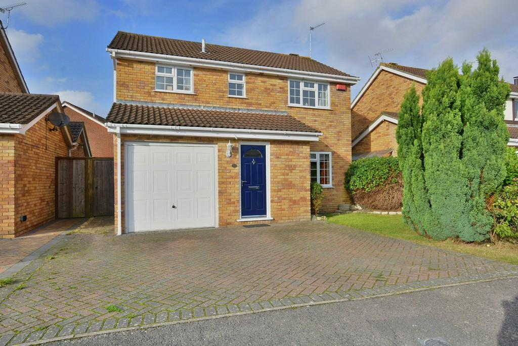 4 Bedrooms Semi Detached House for sale in Pelican Mead, Hightown, Ringwood