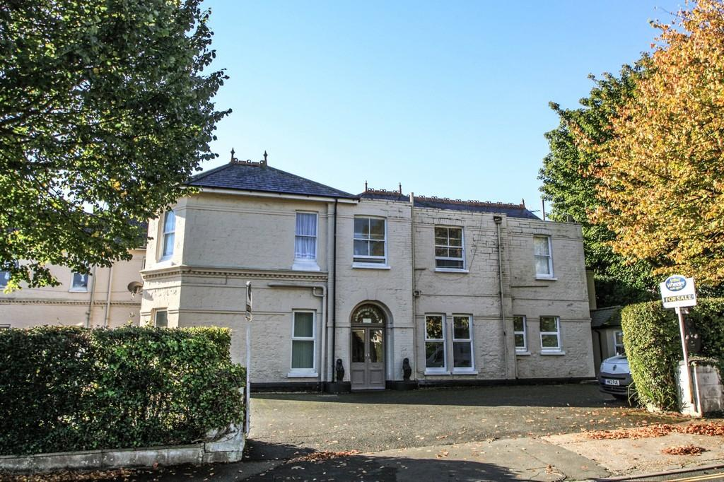 1 Bedroom Ground Flat for sale in Victoria Avenue, Shanklin