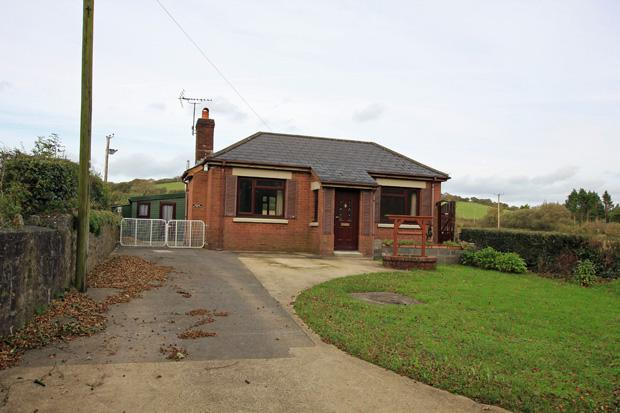 2 Bedrooms Detached Bungalow for sale in Llysonnen Road, Bancyfelin, Carmarthen, Carmarthenshire