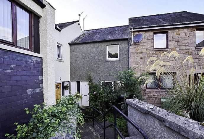 2 Bedrooms Terraced House for sale in 14 The Loan, Selkirk, TD7 4AX