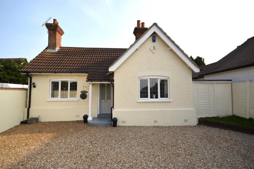 3 Bedrooms Detached Bungalow for sale in New Road, Lambourne End, Romford, Essex, RM4