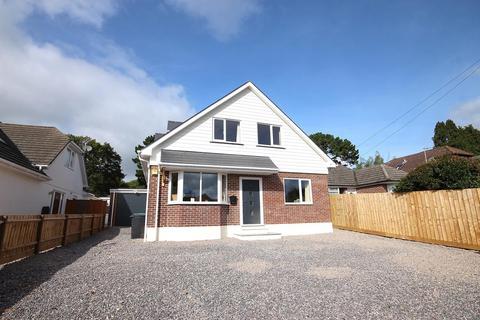 5 bedroom detached house for sale - Springdale Avenue, Broadstone