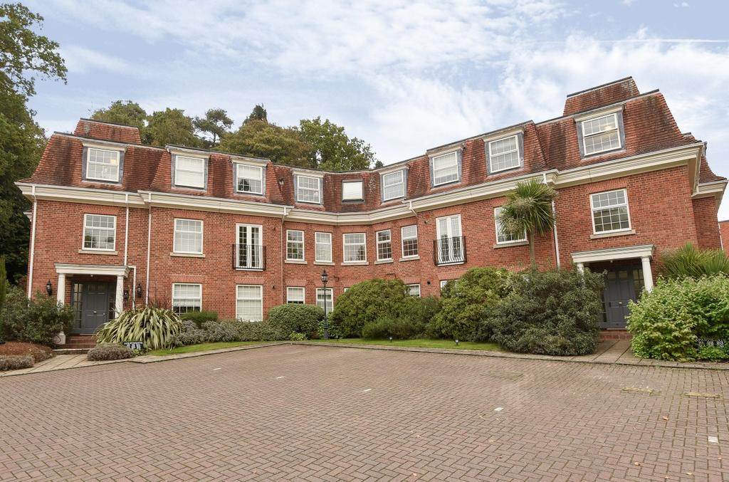 2 Bedrooms Flat for sale in Shottermill Park, Haslemere, GU27