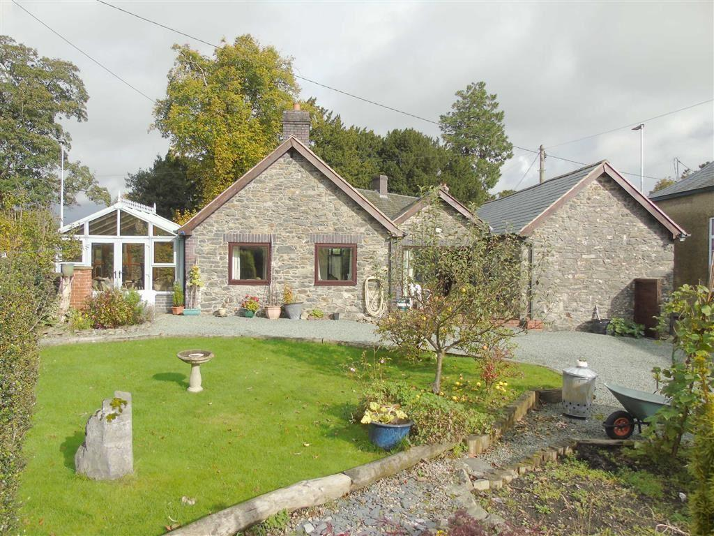 3 Bedrooms Detached Bungalow for sale in Ger Yr Ywen, Llanerfyl, Welshpool, Powys, SY21