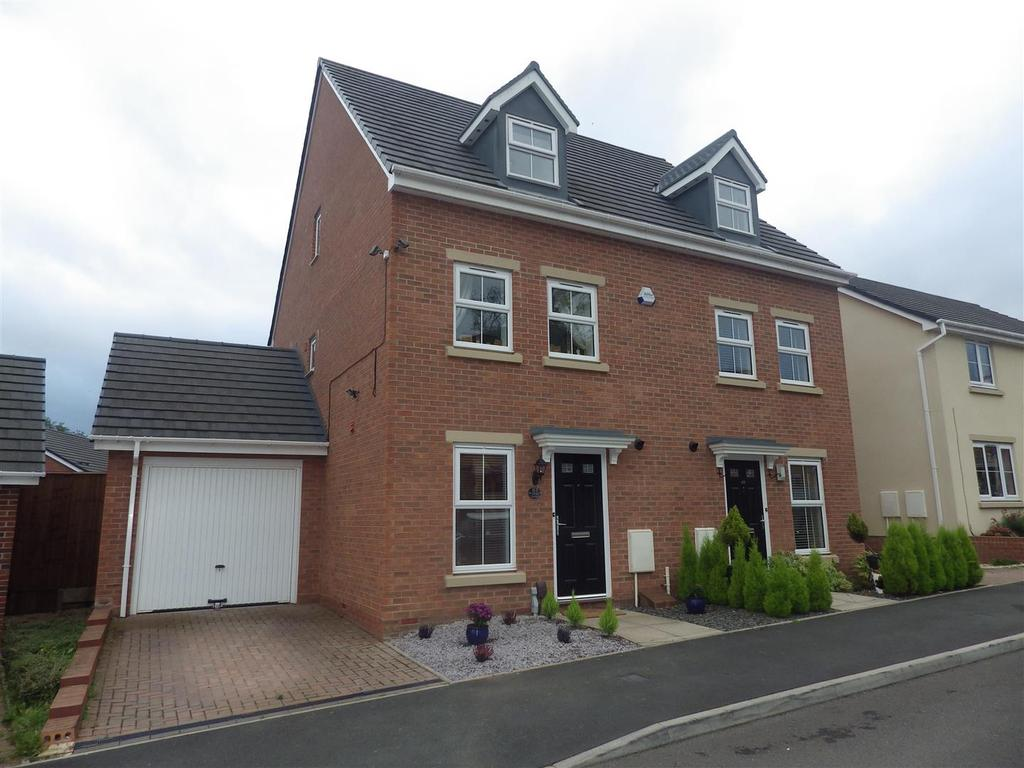3 Bedrooms Town House for sale in Golden Orchard, Halesowen