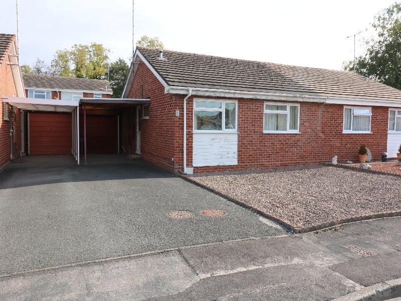 2 Bedrooms Semi Detached Bungalow for sale in Salisbury Drive, Eastwick Park, Evesham WR11