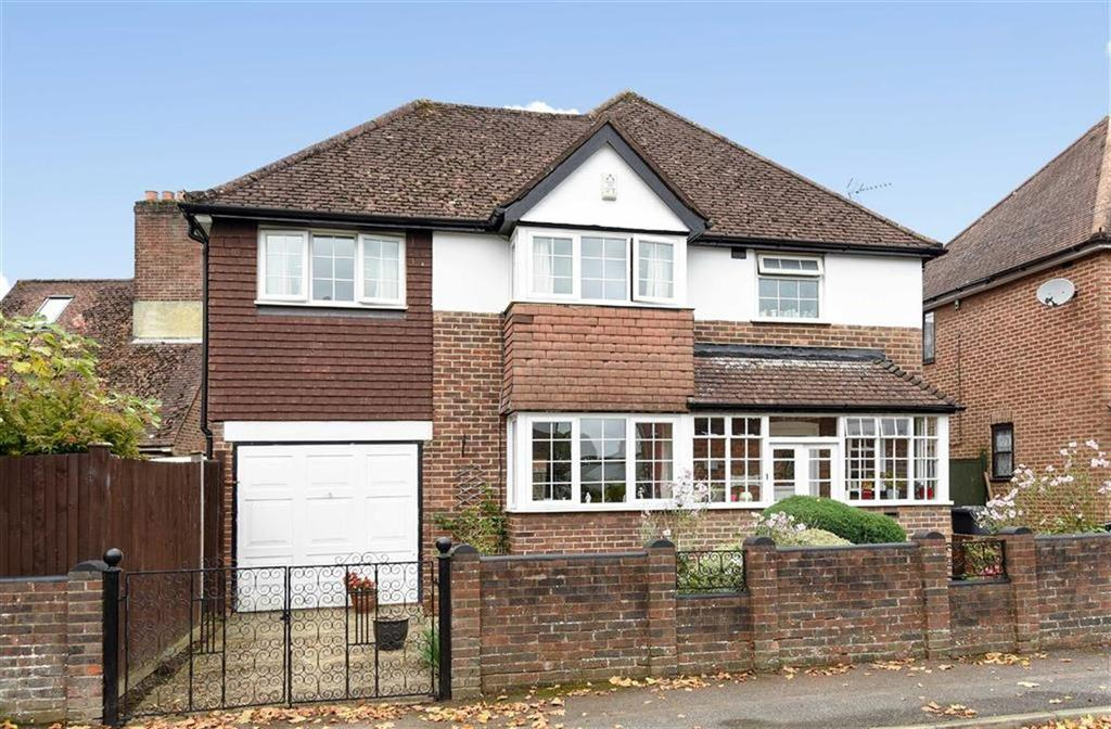 4 Bedrooms Detached House for sale in Hillview Crescent, Guildford, Surrey, GU2