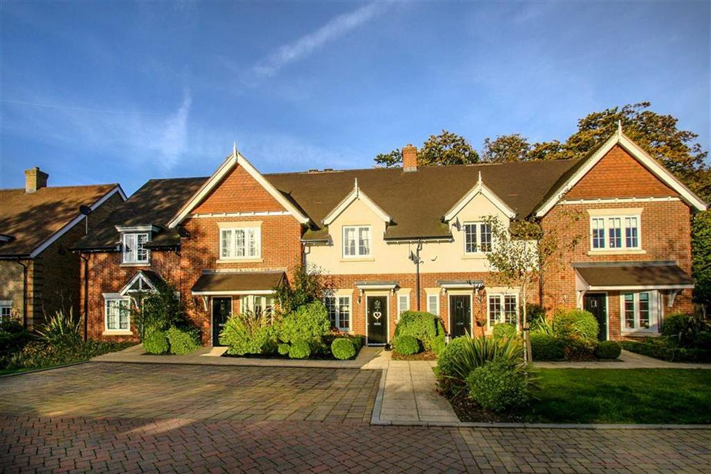 3 Bedrooms Town House for sale in Longbourn Row, Liphook, Hampshire, GU30