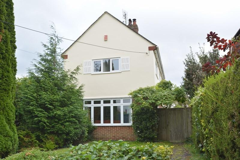 3 Bedrooms Detached House for sale in Chestnut Avenue, Andover