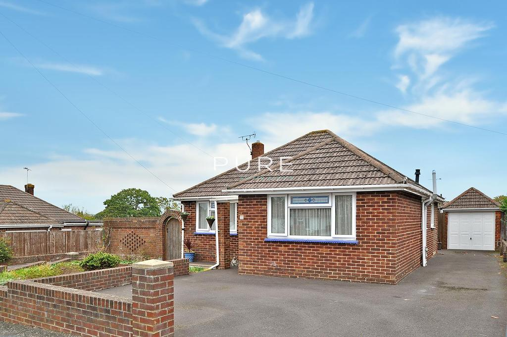 2 Bedrooms Detached Bungalow for sale in St James Road, West End, Southampton, Hampshire, SO30 3FX