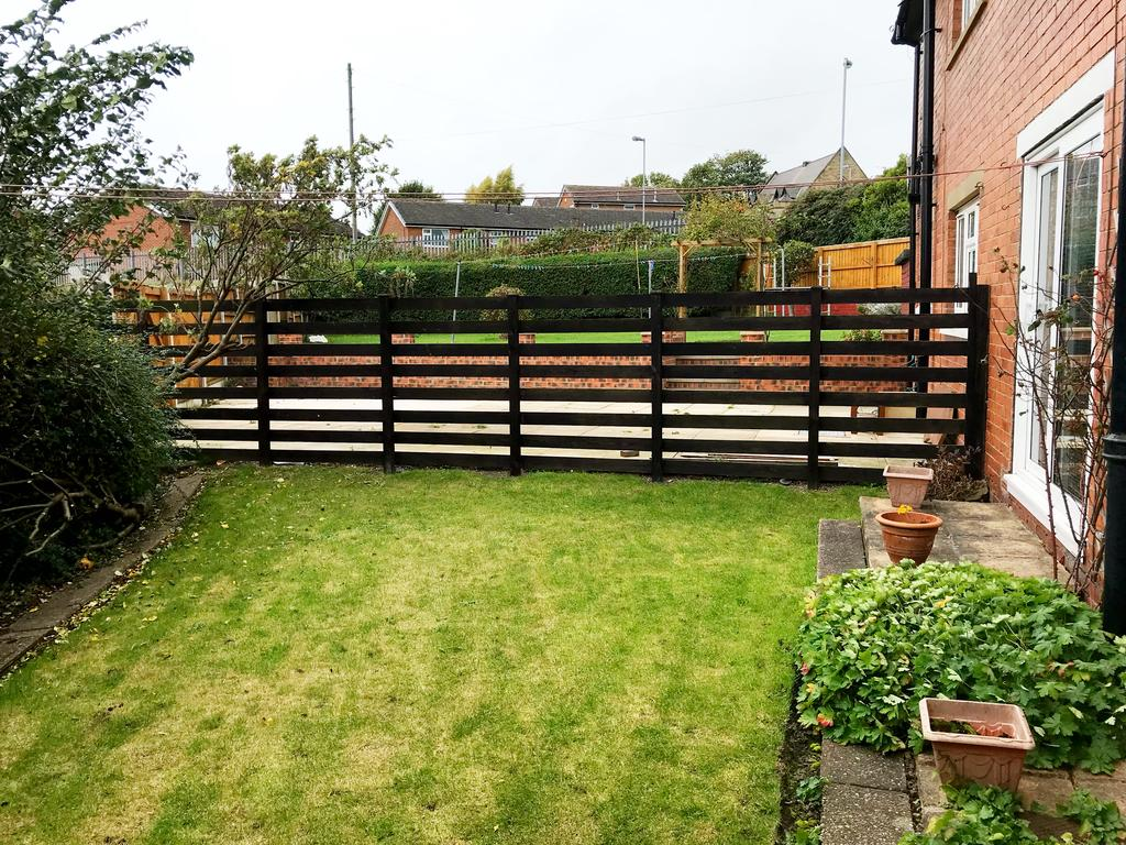 Commercial Garage Doors Greenway >> Dimplewell Road, Ossett, Wakefield WF5 2 bed semi-detached house for sale - £120,000