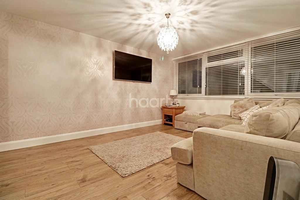 2 Bedrooms Flat for sale in Long Green , Chigwell