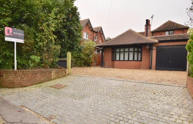 3 Bedrooms Detached House for sale in The Stables Skinners Lane, Ashtead, KT21