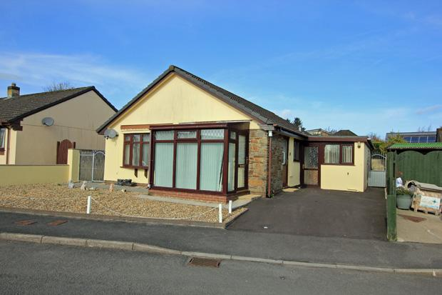 3 Bedrooms Detached Bungalow for sale in Bro Dauddwr, Peniel,, Carmarthen, Carmarthenshire