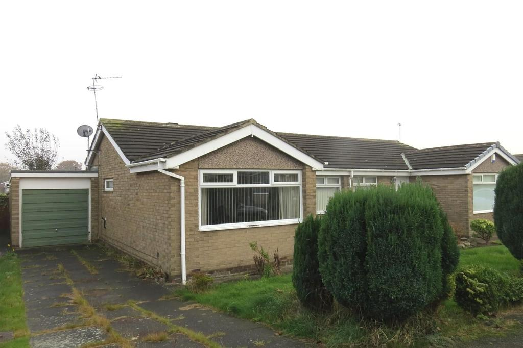 2 Bedrooms Semi Detached Bungalow for sale in Beech Drive, Highthorne Estate, Ellington