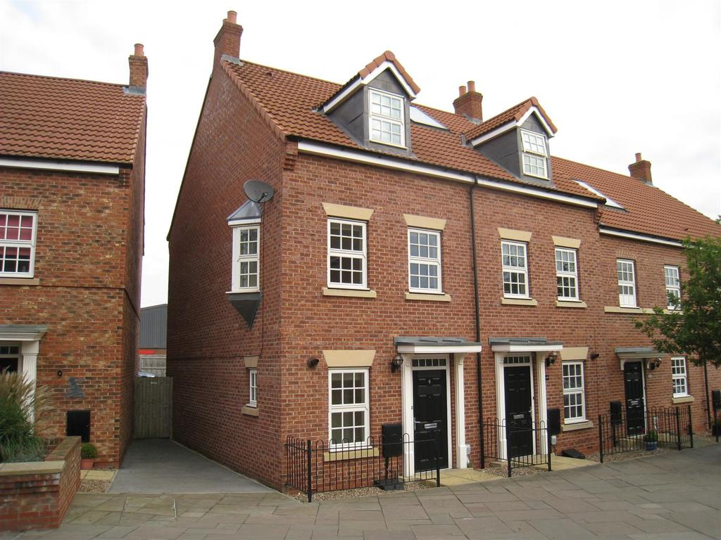 3 Bedrooms Town House for sale in 6 Hamilton Walk, Beverley, East Yorkshire, HU17 0FW