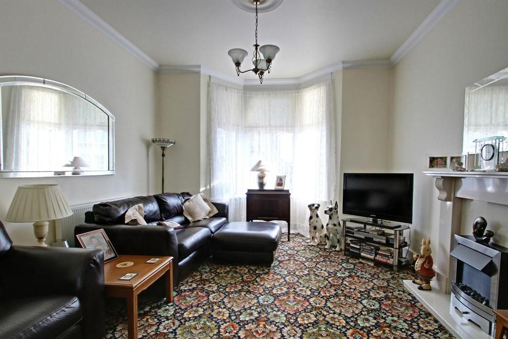 3 Bedrooms End Of Terrace House for sale in Saville Road, Chadwell Heath
