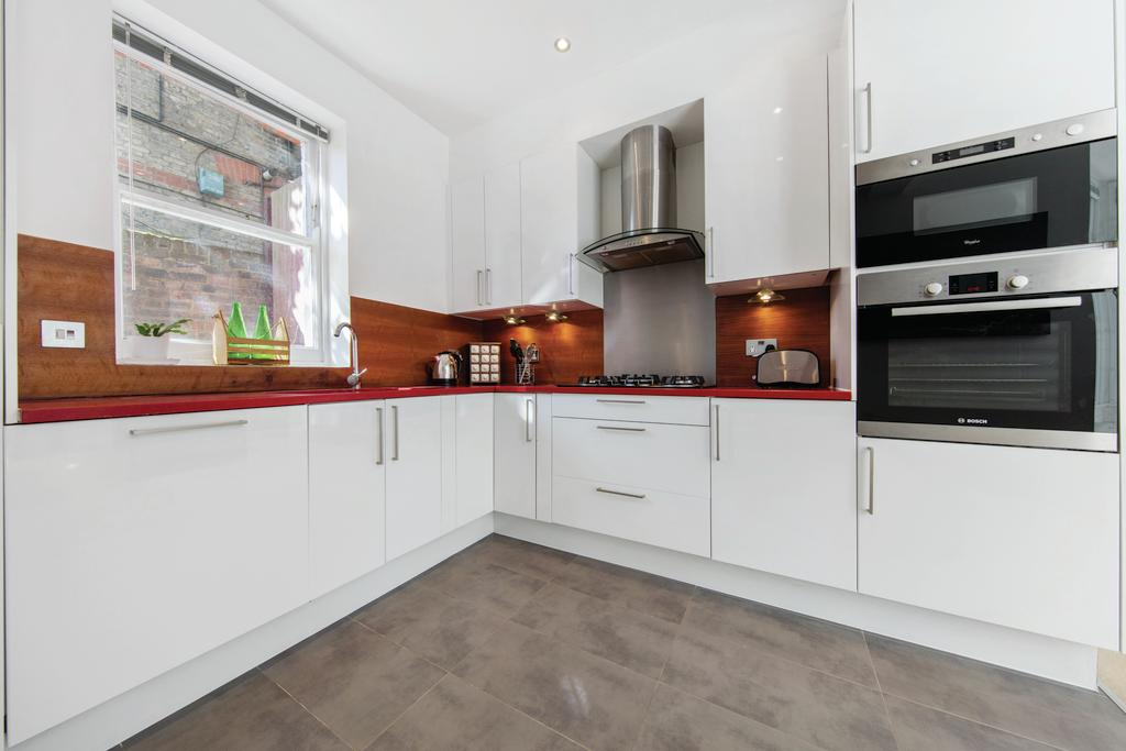 3 Bedrooms Flat for sale in Cavendish Road, NW6