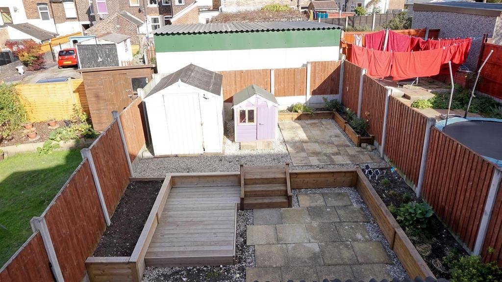 Enclosed landscaped rear garden