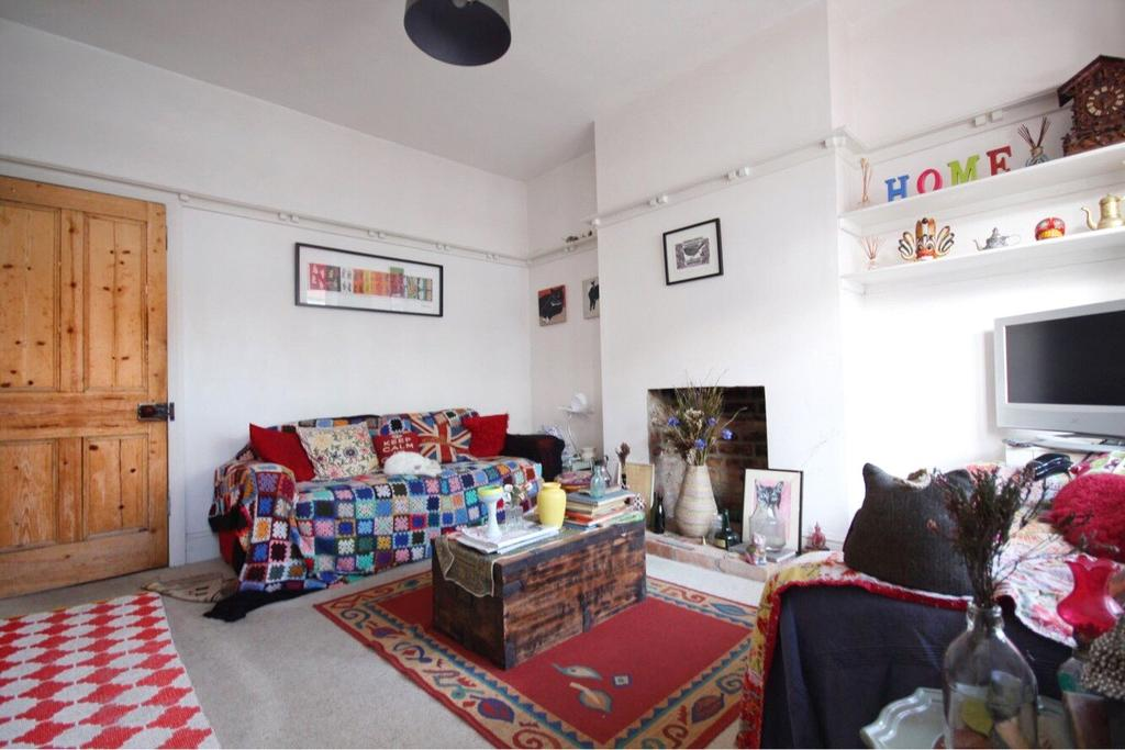 2 Bedrooms Terraced House for sale in Wentworth Road, Nottingham, Nottinghamshire, NG5