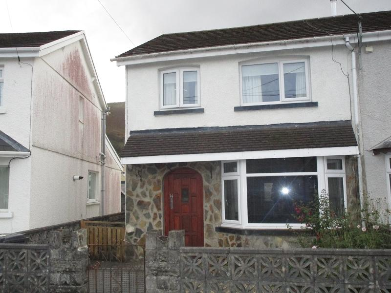 3 Bedrooms Semi Detached House for sale in Tudor Street, Ystradgynlais, Swansea.