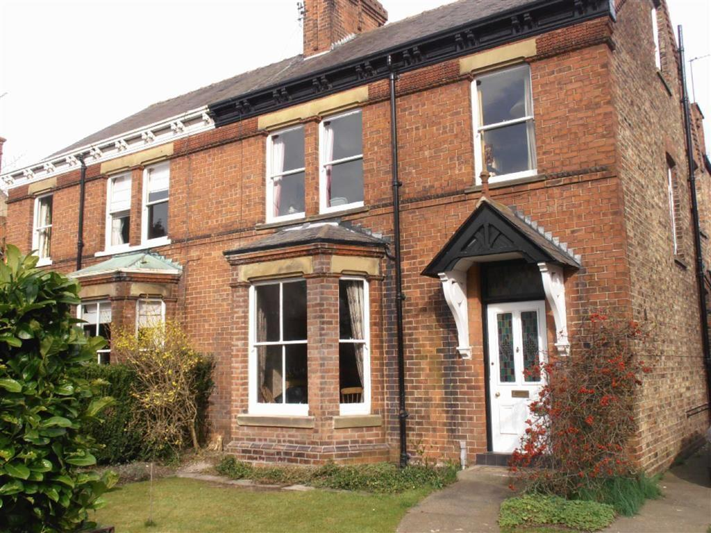 4 Bedrooms Semi Detached House for rent in St John's Road, Driffield, East Yorkshire
