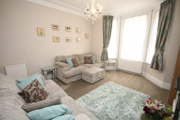 2 Bedrooms Apartment Flat for sale in Gerald Road,, Charminster, Bournemouth