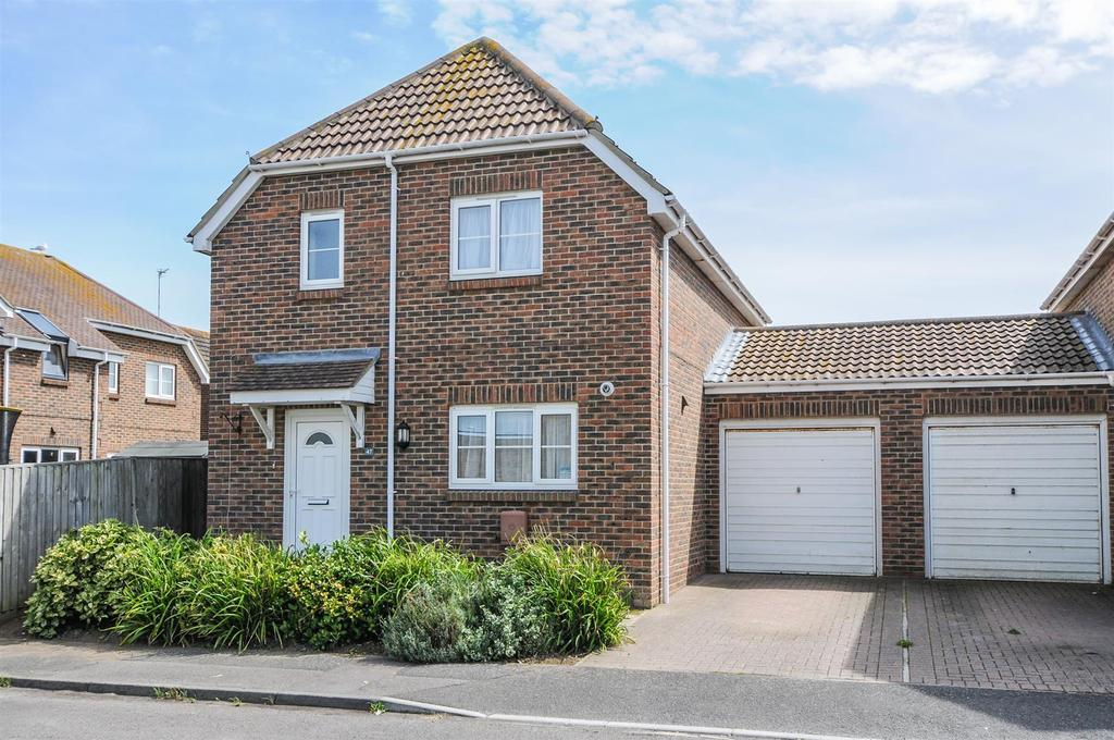 3 Bedrooms Detached House for sale in Kestrel Close, East Wittering