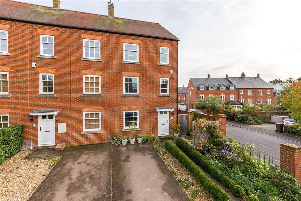 3 Bedrooms End Of Terrace House for sale in Goldsmith Way, St. Albans, Hertfordshire