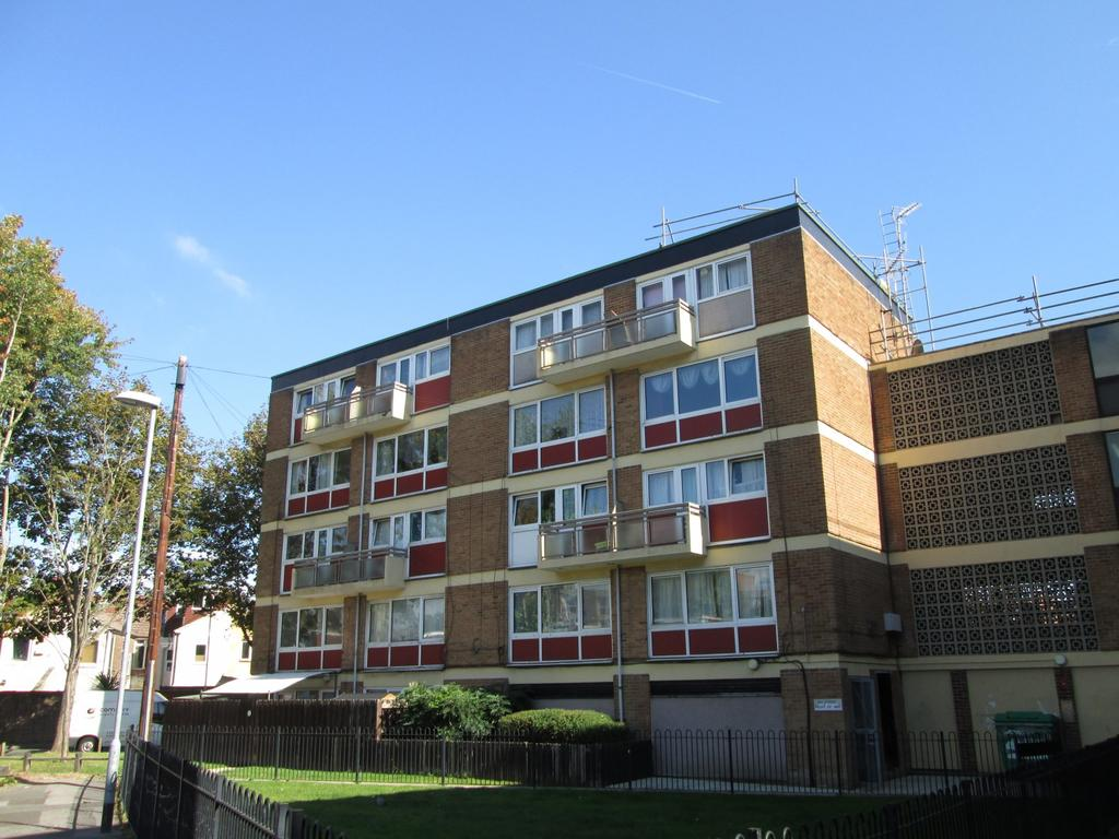 3 Bedrooms Flat for sale in Milverton House, Cottage Grove, Southsea, PO5