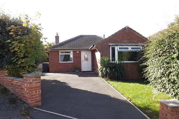 2 Bedrooms Bungalow for sale in Winthorpe Road, Arnold, Nottingham, NG5