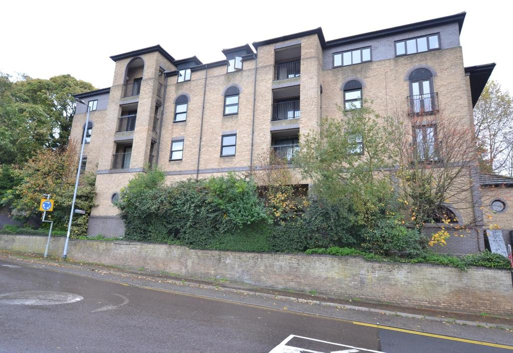 2 Bedrooms Apartment Flat for sale in Langthornes, Stock Road, Billericay, Essex, CM12