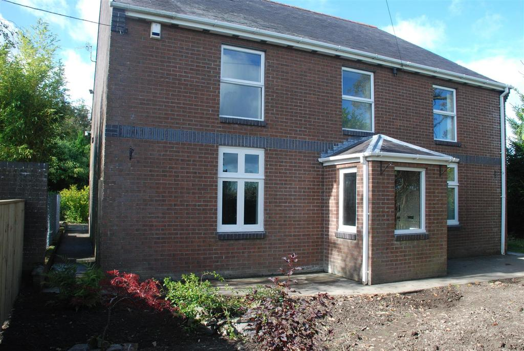 5 Bedrooms Detached House for sale in Talley Road, Llandeilo