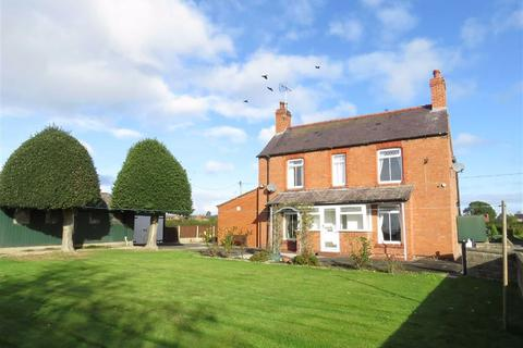 3 bedroom detached house to rent - Station Road, Overton, LL13