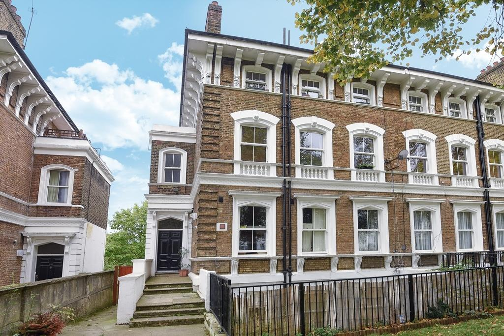 3 Bedrooms Flat for sale in Victoria Way London SE7