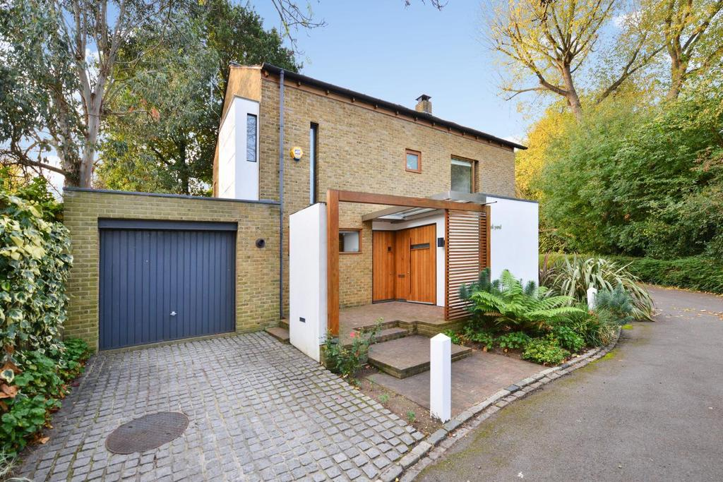 4 Bedrooms Detached House for sale in The Keep, Blackheath